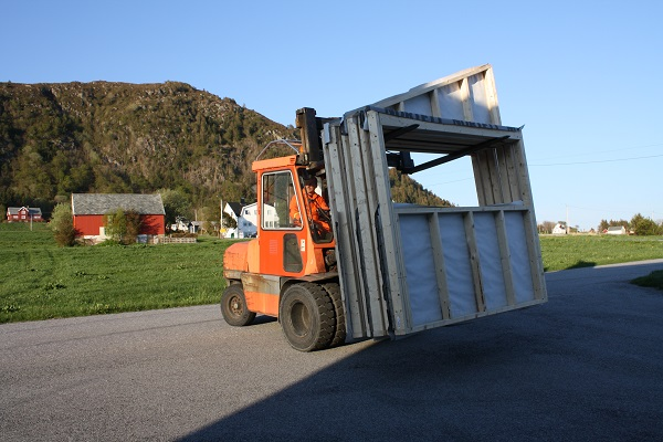 Trucktransport av skulebuveggar
