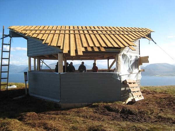 Topptaket på Skulebua