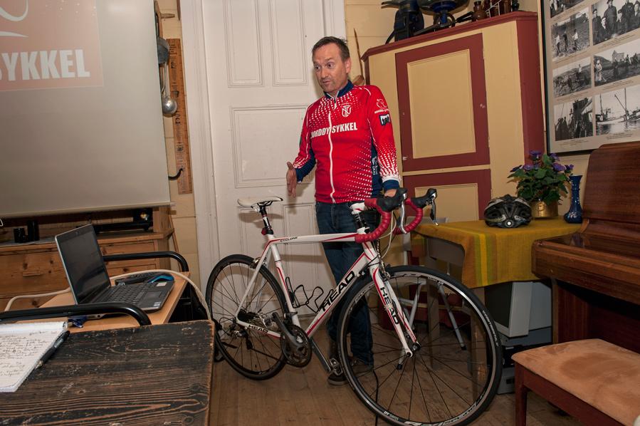 Per Kåre Flem med sykkel